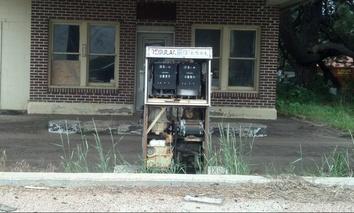 An abandoned gas station along U.S. 30 in Roscoe, Nebraska.