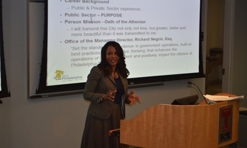 Rosetta Lue teaching a social media class in March 2014 at Temple University.