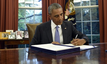 U.S. President Barack Obama signs the Puerto Rico Oversight, Management, and Economic Stability Act in the Oval Office of the White House in Washington D.C. on Thursday.