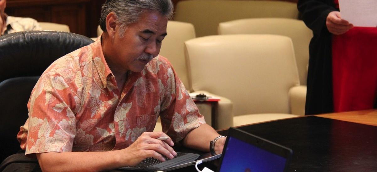 Hawaii Gov. David Ige e-signing a document.