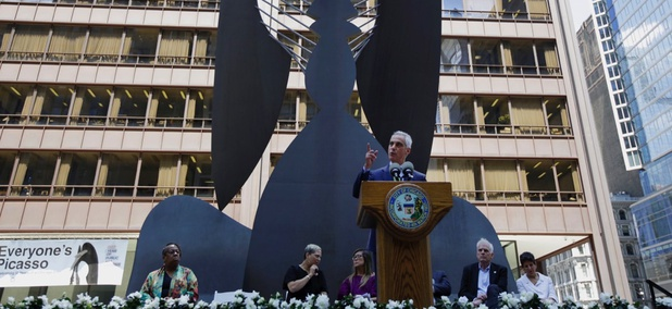 Mayor Rahm Emanuel speaks during the commemoration of Chicago Picasso.