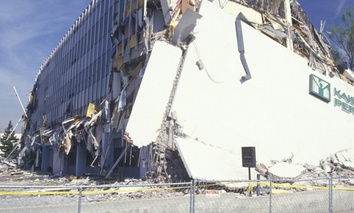 The Kaiser Permanente Medical Building in the Northridge Reseda area of Los Angeles following the 1994 Northridge earthquake.