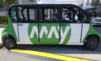 A MayMobility microbus in Detroit.