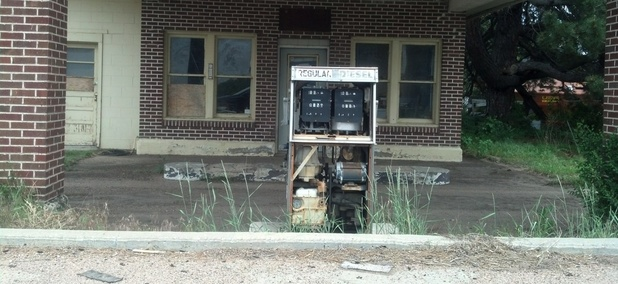 An abandoned gas station along U.S. 30 in Roscoe, Nebraska.