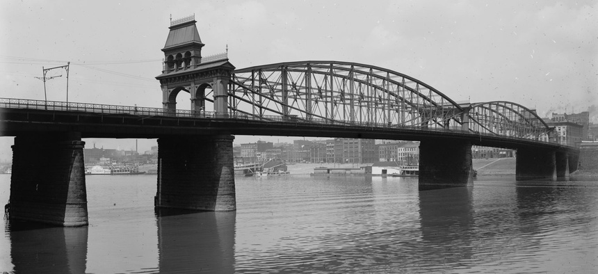 The Smithfield Street Bridge circa 1900.