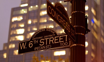 The intersection of 6th Street and Congress Avenue is in the heart of Austin.