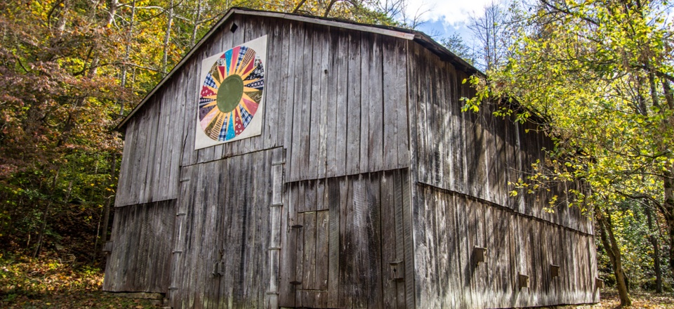 A quilt on display on a barn in the Red River Gorge Recreation Area of the Daniel Boone National Forest in Slade, Kentucky.