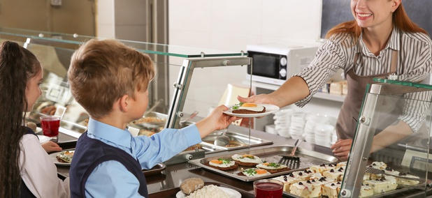 The School Districts Serving Free Lunch to All Students